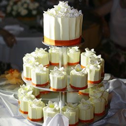Sweet, simple, and romantic decorative wedding cakes